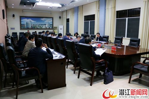 黄剑雄主持召开市委常委会第33次会议