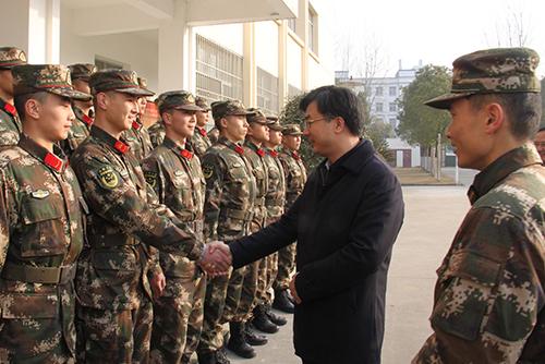 黄剑雄龚定荣看望慰问驻潜部队官兵和坚守岗位工作人员