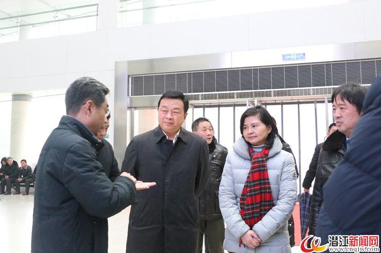 省卫生健康委主任刘英姿来潜调研卫生健康工作
