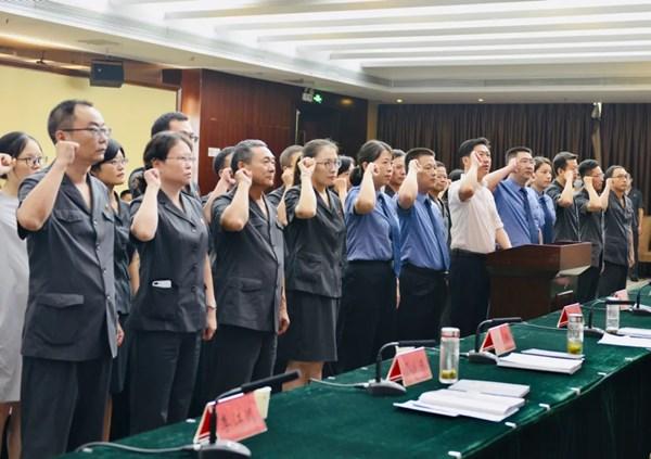 市八届人大常委会举行第三十次会议