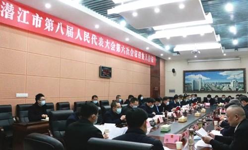 市八届人大六次会议举行召集人会议