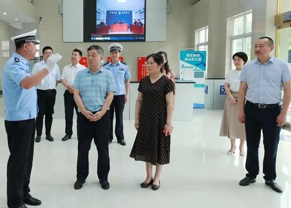 省人大常委会副秘书长、研究室主任王润涛一行来潜调研